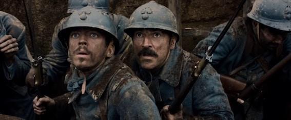 Edouard et Albert sur le champ de bataille levant les yeux au ciel.