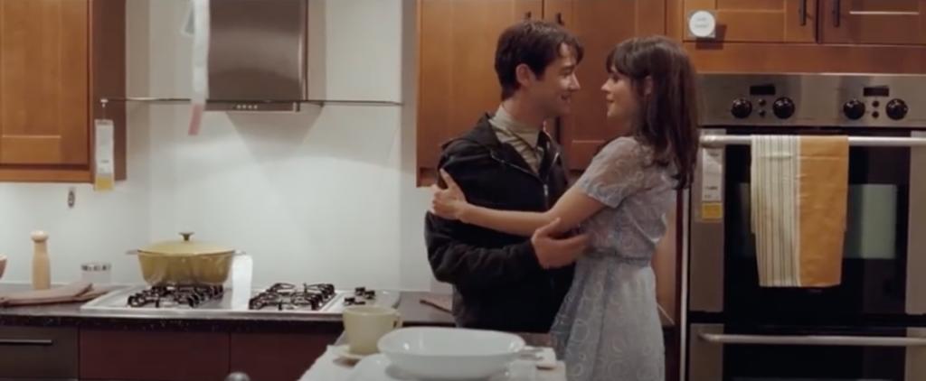 Tom tient Summer par le bras dans une cuisine d'IKEA. Ils se regardent dans les yeux comme s'ils allaient s'embrasser.