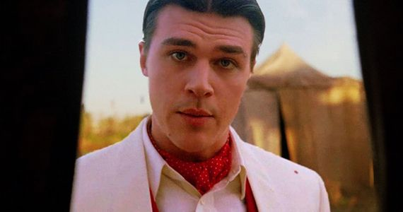 Finn-Wittrock-in-AHS-Freak-Show-Episode-13