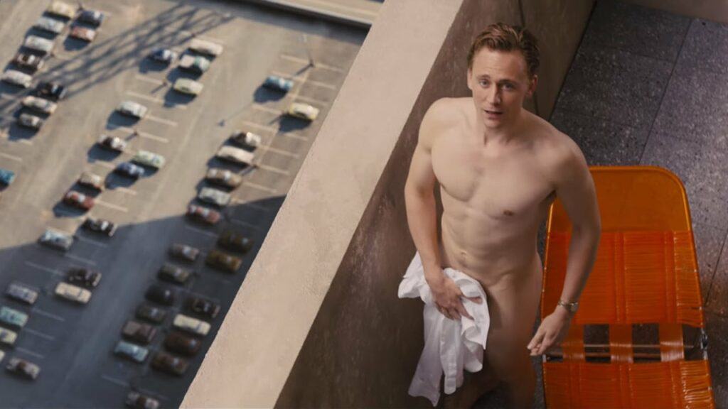 Tom Hiddleston torse nu
