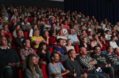 spectateurs dans un cinéma